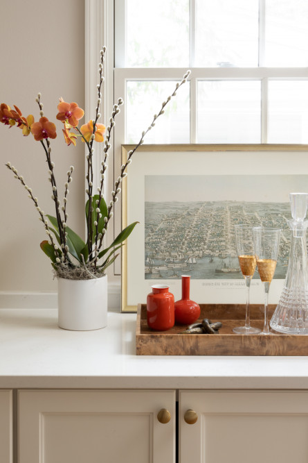 sidetable-tray-drink-champagne-glasses